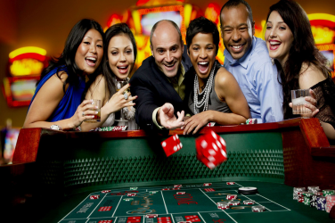 Top 4 Reasons Why People Enjoy Playing in Casinos