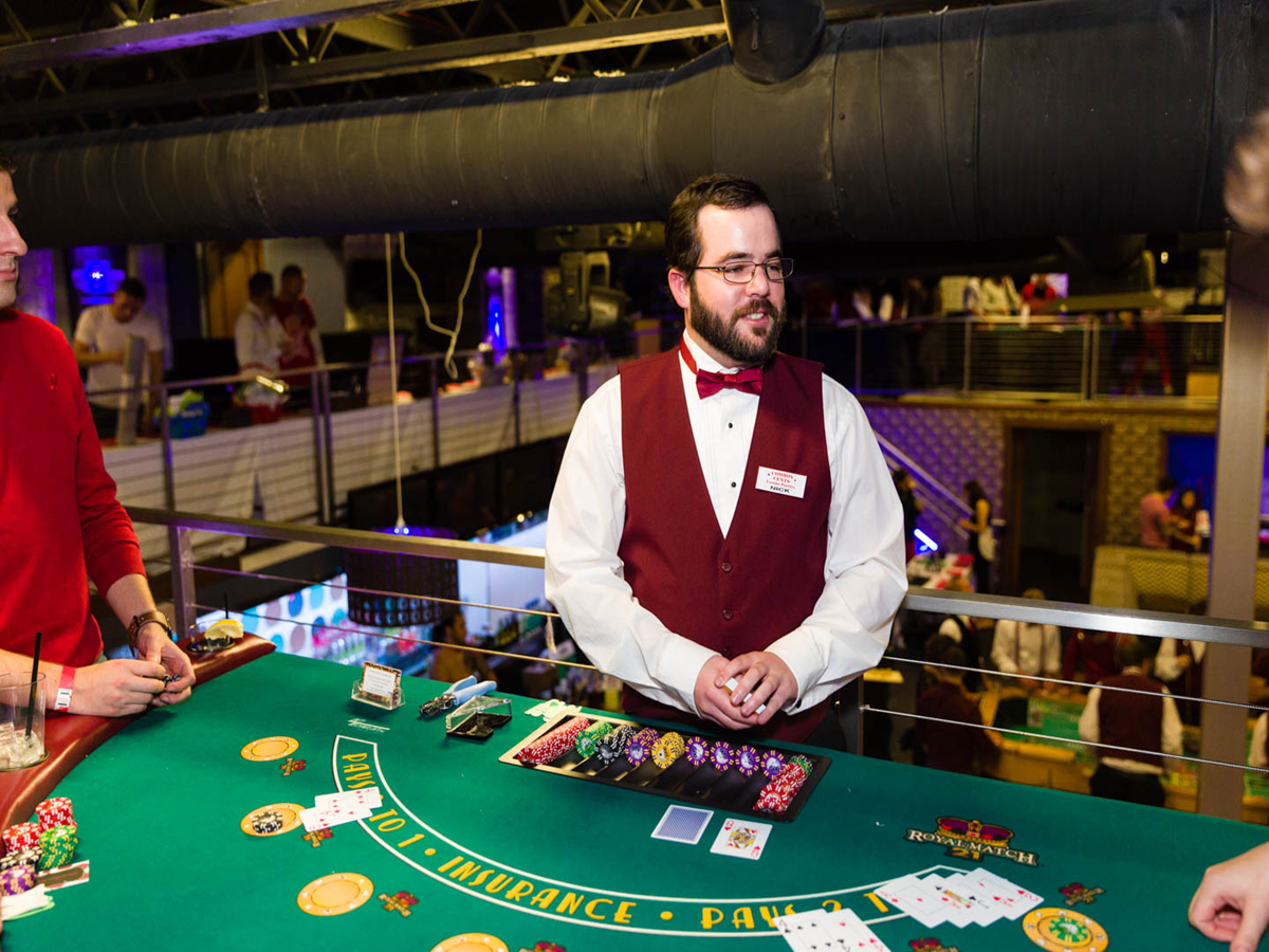 Top Reasons why you Should try Being a Casino Dealer